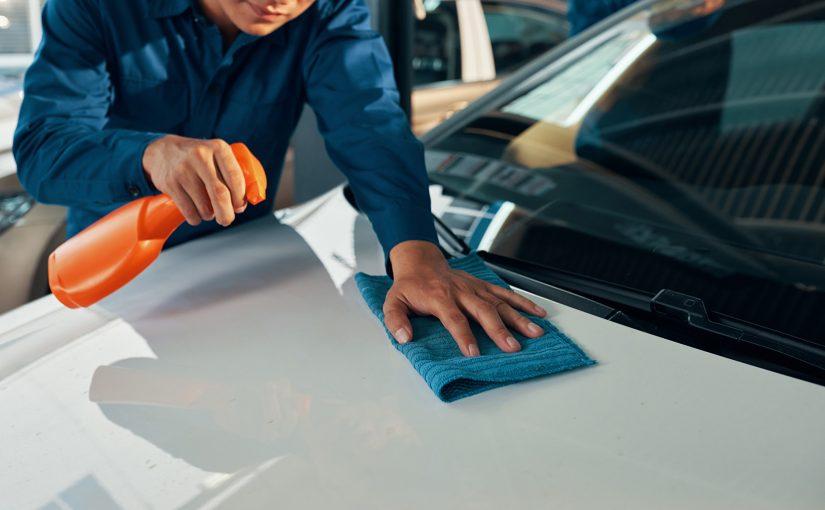 Trzy wskazówki, które usuwają rosę z samochodu.
